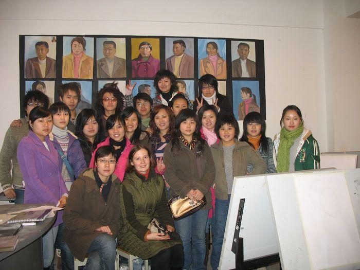 2006 - Групповое фото со студентами в колледже Pivot-Point.